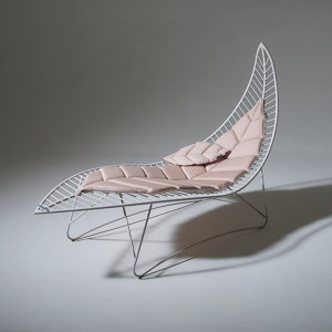 LOUNGERS AND DAYBEDS