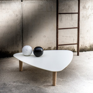 TABLES & ACCESSORIES