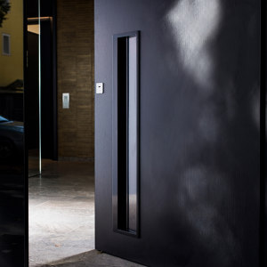 DESIGN DOORS IN BLACK