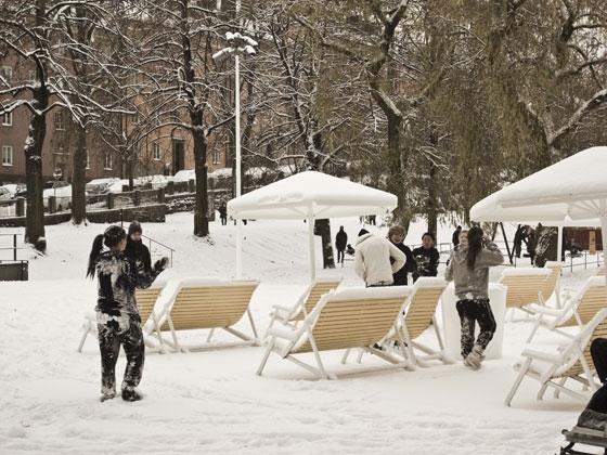 Stranden by Thomas Bernstrand | Public squares