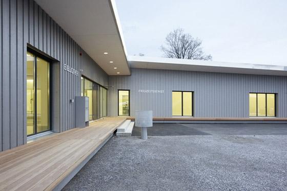 Quartiertreff Zollikerberg by Drexler Guinand Jauslin AG | Church architecture / community centres