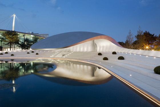 Porsche Pavilion at the Autostadt in Wolfsburg de Henn Architekten | Edificios para exposiciones / ferias