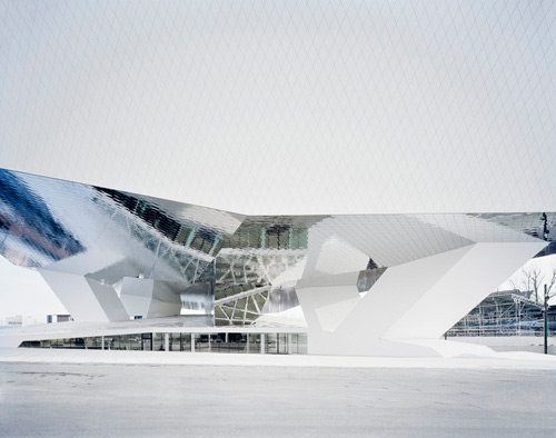Porsche Museum di Delugan Meissl Associated Architects | Musei