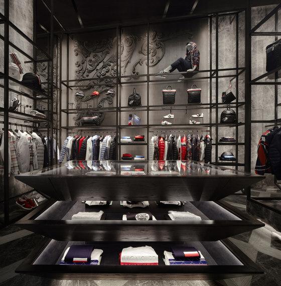 sneakers for cheap 99e0a 47ccb Moncler Dubai Mall di CURIOSITY | Negozi - Interni