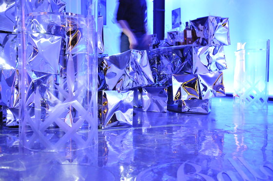 Ballantine's 12 | Art of beyond exhibition de Oskar Zieta | Diseño de bares