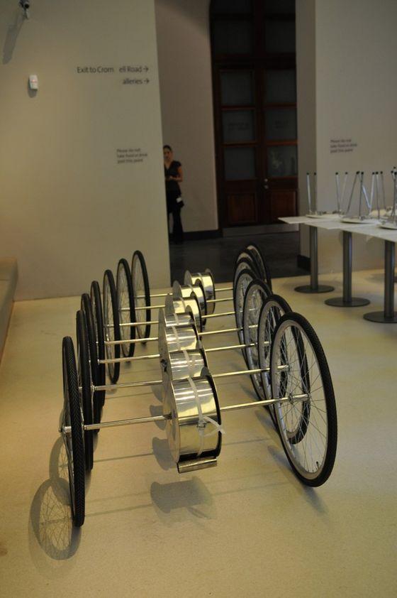 Zieta Prozessdesign-Blow & Roll Installation for the Victoria & Albert Museum