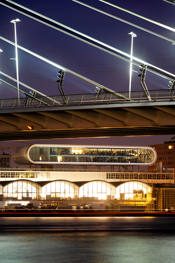 Penthouse Las Palmas di Benthem Crouwel Architects | Edifici per uffici