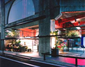 Hana Tetsu flower shop di KT Architects 級建築士事務所 | Negozi