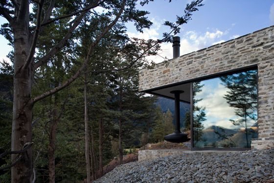 Mountain Retreat by Fearon Hay Architects | Detached houses