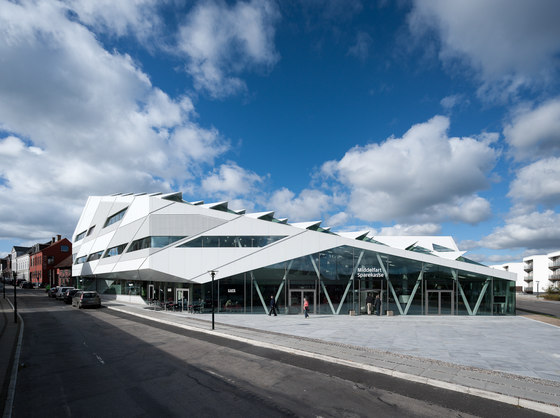 Middelfart Sparekasse by 3XN | Office buildings