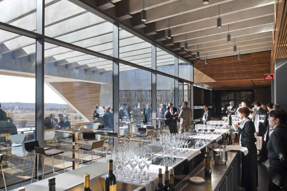 Foster + Partner's first winery di Foster + Partners | Industie edilizie