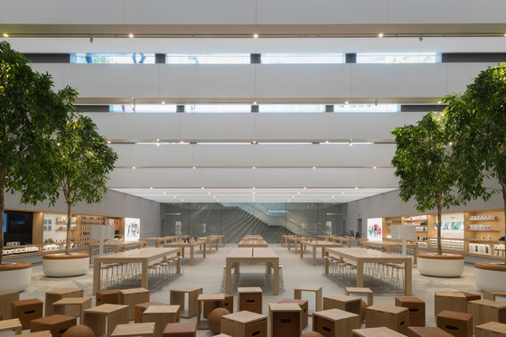 Apple Piazza Liberty by Foster + Partners | Shops