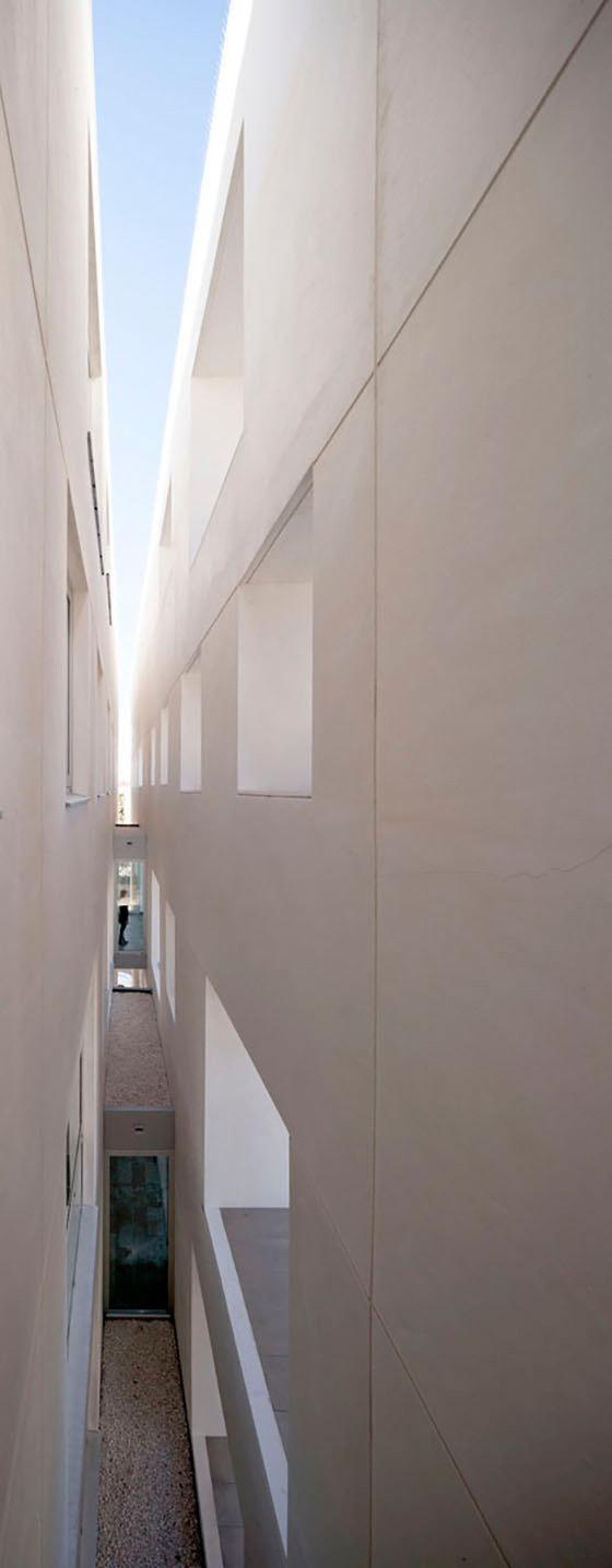 Nuevo Centro Docente para la Universidad de Córdoba von RAFAEL DE LA-HOZ Arquitectos | Universitäten