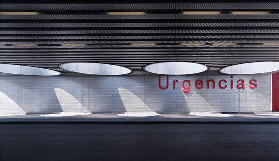 Rey Juan Carlos, the new hospital of Móstoles von RAFAEL DE LA-HOZ Arquitectos | Krankenhäuser