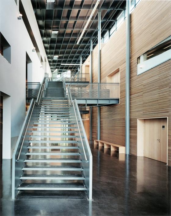 REALGYMNASIUM STERZING de Höller & Klotzner Architekten | Escuelas