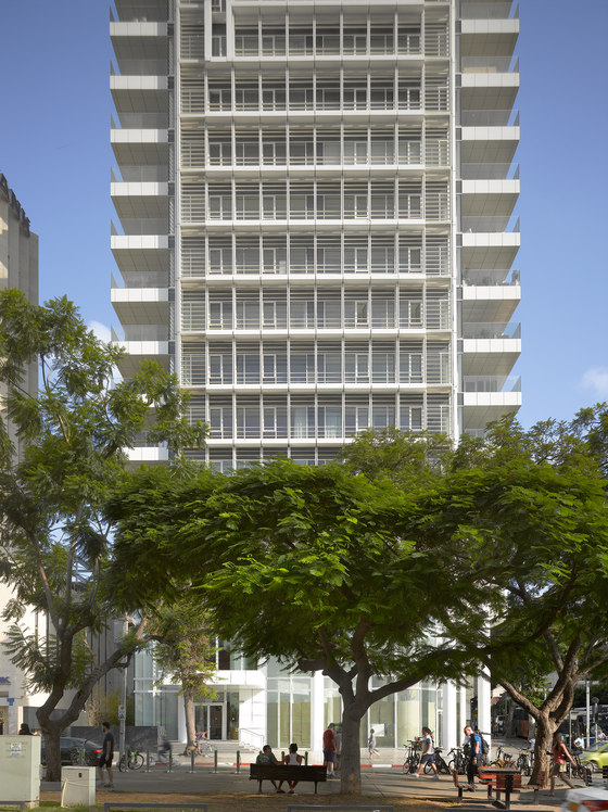 Rothschild Tower by Richard Meier & Partners Architects | Apartment blocks