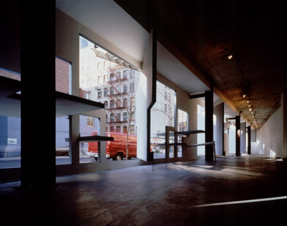 STOREFRONT RENOVATION (WALL MACHINE) de Acconci Studio | Tiendas