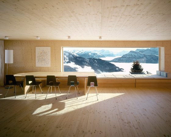 Holiday house on the Rigi by Andreas Fuhrimann  Gabrielle Hächler Architekten | Detached houses