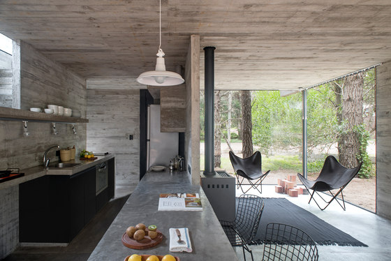 H3 House by Luciano Kruk | Detached houses