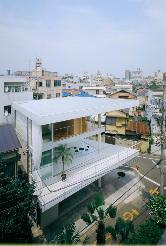 Curtain Wall House by Shigeru Ban Architects | Detached houses