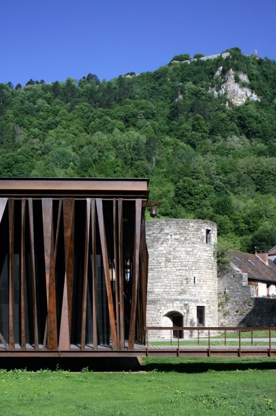 Restaurant, salle de spectacles, salle de jeux von Michel Malcotti Catherine Roussey Architectes | Theater