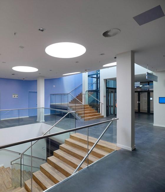 Umbau des Café Moskau zum Konferenzzentrum by HSH Architekten | Restaurants