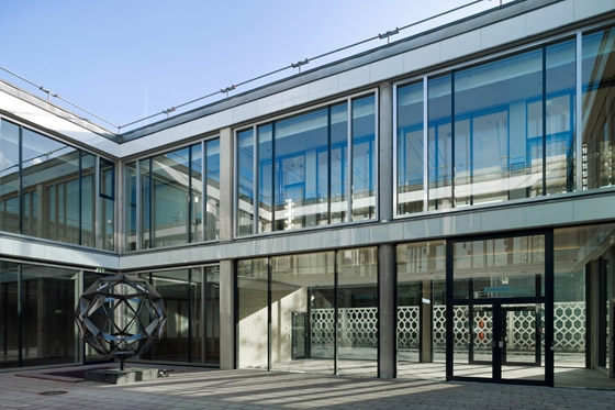 Umbau des Café Moskau zum Konferenzzentrum de HSH Architekten | Restaurants