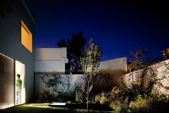 House in Alto da Ajuda von Extrastudio | Zweifamilienhäuser