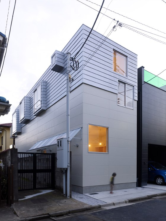 HOUSE IN OOKAYAMA di TORAFU ARCHITECTS | Locali abitativi