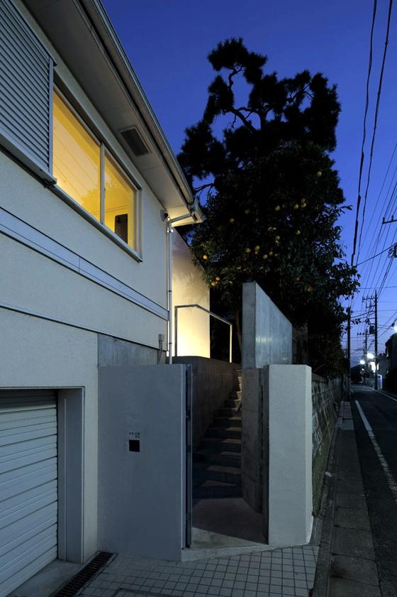 House in Higashi-Matsubara by Ken'ichi Otani Architects | Detached houses