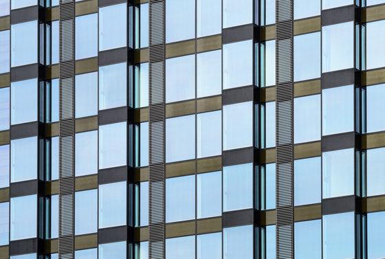 Cosmopolitan Twarda 2/4 von Jahn | Bürogebäude