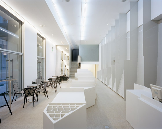 Deutsche Guggenheim Shop by Gonzalez Haase AAS | Shop interiors
