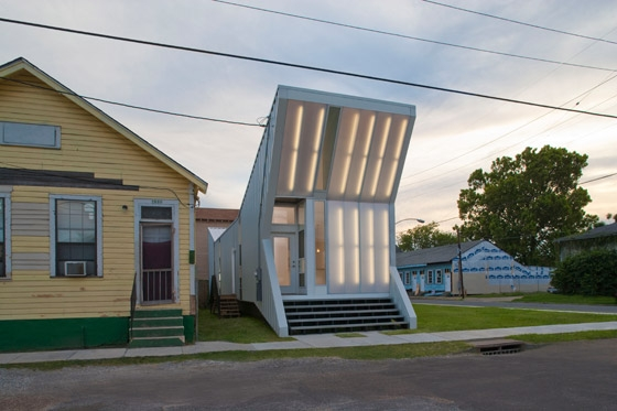 Alligator by buildingstudio | Detached houses
