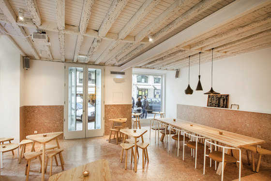 Adega dos Canários by TERNULLOMELO ARCHITECTS | Café interiors