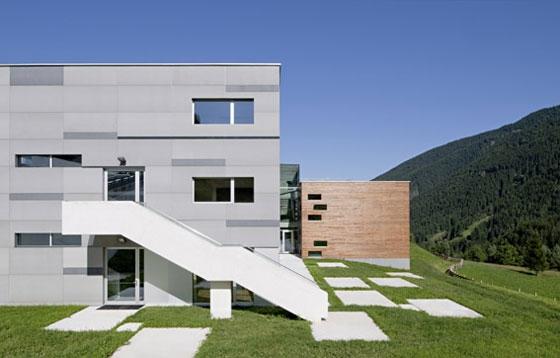 Grund-und Musikschule St. Walburg by S.O.F.A. Architekten | Schools