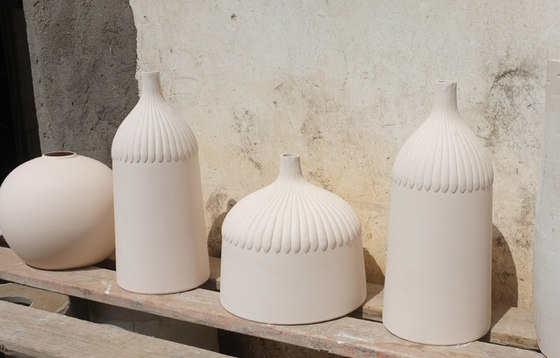Lampion - pendular lamp in porcelain by Studio Laura Strasser | Making-ofs