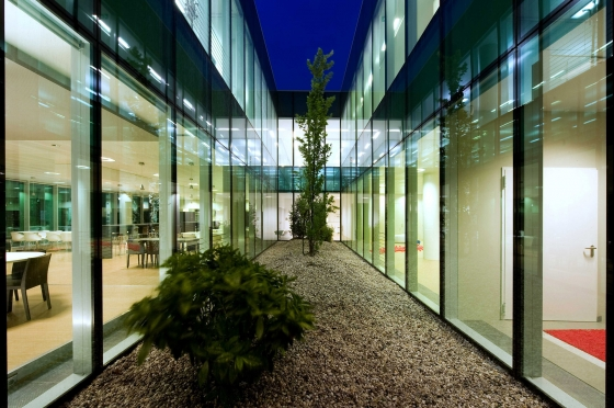 Headquarter Offices Homes Group de Mario Mazzer | Edificio de Oficinas