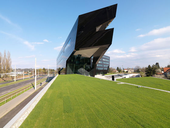 MP09 - Headquarters of the Uniopt Pachleitner Group de GSarchitects | Edificio de Oficinas
