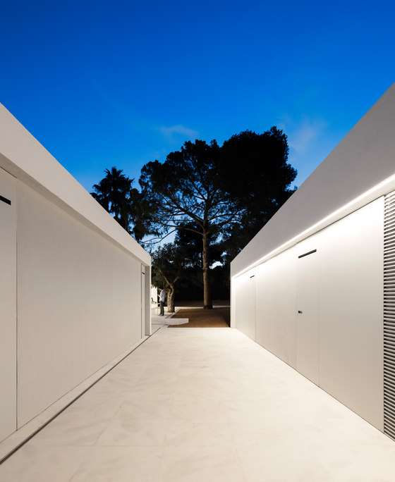 House between the pine forest by fran silvestre - Arquitectos castellon ...