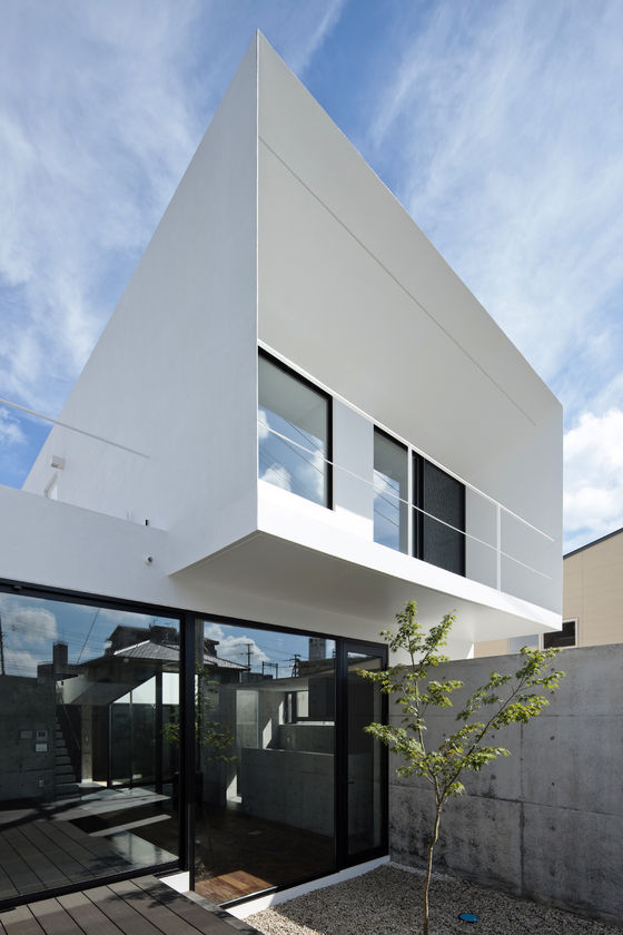 EDGE by APOLLO Architects & Associates | Detached houses