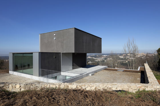 House in Macinhata da Seixa by Nuno Brandão Costa Arquitecto | Detached houses