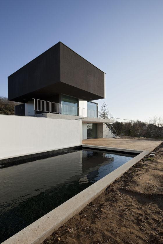 House in Macinhata da Seixa von Nuno Brandão Costa Arquitecto | Einfamilienhäuser