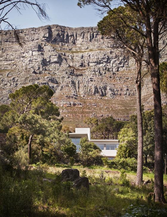 Antonio Zaninovic Architecture Studio/Rees Roberts + Partners LLC-Bridle Road Residence