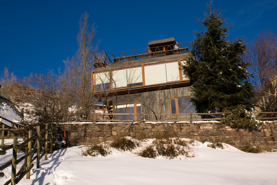 Mountain Refuge Los Canteros by dRN Architects | Detached houses