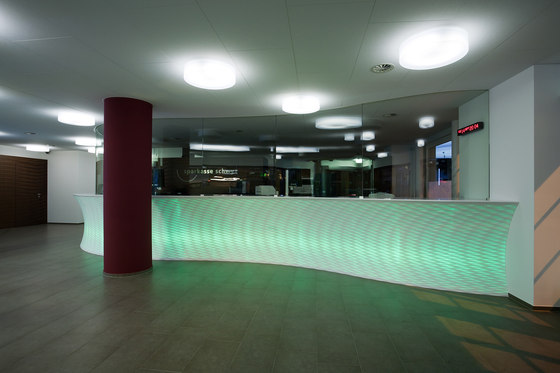 Umbau und Modernisierung der Sparkasse Schwyz de Marty Architektur AG | Edificio de Oficinas