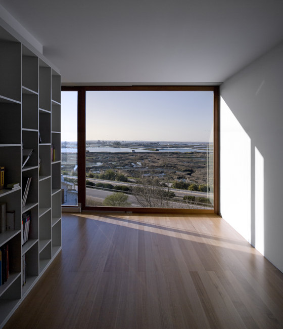 Houses over the Ria de Aveiro de RVDM arquitectos | Immeubles