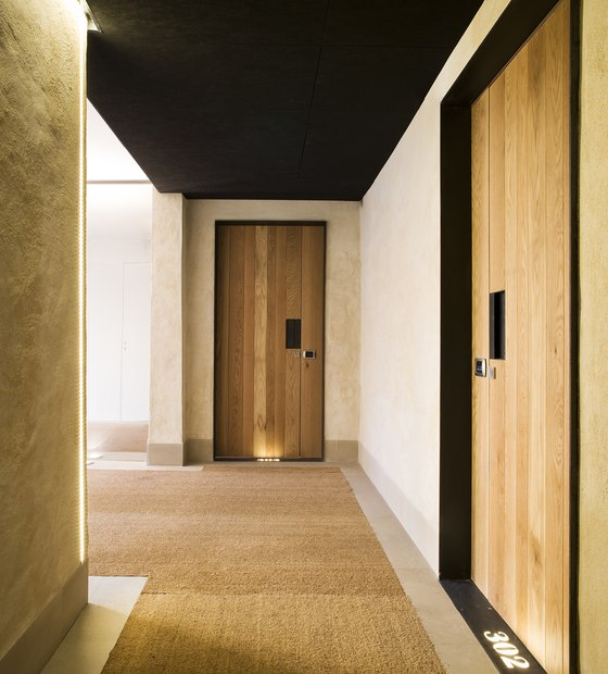 Eme fusion hotel by sandra tarruella for Hotel hallway decor