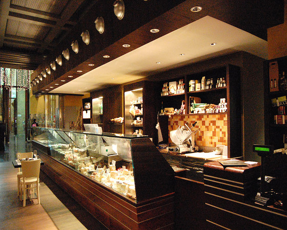 Cappa Mazzoniana, Convoglia restaurant (Stazione Termini) de Maurizio Rossi Lighting Design | Cafeterías - Interiores