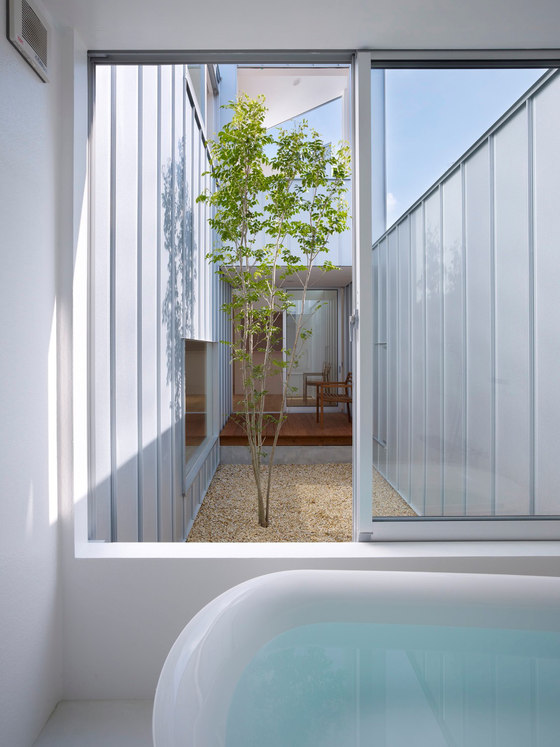 Complex House di Tomohiro Hata Architect and Associates | Case unifamiliari
