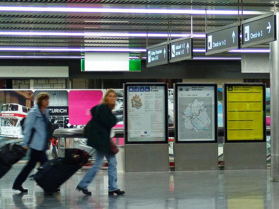 Signaletik Flughafen Zürich de BURRI | Manufacturer references